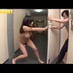 夫婦喧嘩で全裸のまま家を閉め出された巨乳人妻が助けてもらう代わりに隣人をフェラチオ XVIDEOS