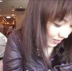 喫茶店で巨乳の素人娘のおっぱいやおまんこを露出して周りを気にしながらいじりまくる erovideo