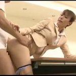 熟女OLが会議室で上司と求めあうような激しいSEXを展開 XVIDEOS