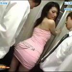 ピチピチのボディコンを着た酔っ払いの水嶋あずみがマンションのエレベーターで痴漢される XVIDEOS