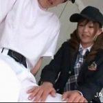 ロッカールームで野球帽かぶった制服JKが野球部員をフェラチオ XVIDEOS