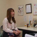 エロ産婦人科医が人妻に調査と称してチンポ舐めさせた挙句バックで中出し FC2動画