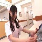 童顔ナースなつめ愛莉は患者にモテモテでWフェラしたりSEXしたりのご奉仕 erovideo