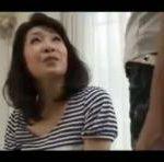 【与田明子】五十路熟女人妻が朝っぱらから息子の友人とベロチューしまくり♪そして次第にフェラチオへと展開していく