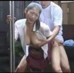 【友田真希】四十路巨乳美熟女のホームヘルパー見習いが老人に手コキされられたり、先輩ヘルパーに雨の中で犯されたり大変な目にあってます