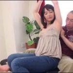 【安野由美】五十路美熟女母親を息子がマッサージすると言って尻にチンポを押し付けたりベロチューを要求したりしてます