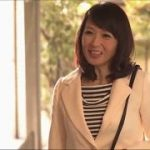 【安野由美】五十路母の友人が家に泊まりにきて、その美熟女と息子がエッチしちゃってます♪なんか音声が聞こえないんだけど