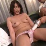 【小田しおり】なかなかの美人な五十路熟女をローター責めして電マ責め…さらにバイブもおまんこに突っ込んで責めまくる