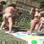 【川崎ゆうこ】六十路五十路の高齢熟女たちを全裸にさせて野外でツイスターゲームさせる企画もの…室内に移動したら今度は乱交の始まりです