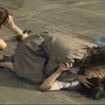 【渋谷あかね】私はレズに処女を奪われた♪やさぐれた不良JKが熟女レズカップルに目をつけられてマンションの屋上でペニバンで犯されバージン喪失(ヘンリー塚本)