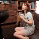 【翔田千里】人気熟女女優が素人さん宅を訪問してエッチしちゃいました…会話もスムーズにいってセックスの導入も自然な感じなんて素人っぽくないのは残念だけどね