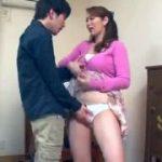【翔田千里】息子の家庭教師を気に入ってしまった母はバレないように息子のすぐ後ろで手マンやクンニさせた挙句にフェラ抜きする痴女っぷりを発揮