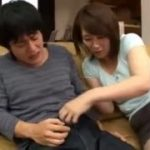 【翔田千里】母と息子の中身と体が入れ替わり…ってことでオナニーしてみたり自分のチンポを手コキしたりフェラしてみたり…でも自分の父親とセックスする気分どうなん?