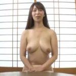 【翔田千里】一通りセックスした後で全裸でインタビューを受ける人妻熟女はそのまま裸で料理までしてくれました
