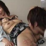 【翔田千里】母ちゃんのここから僕が生まれてきたんだよね♪と言いながら母のオマンコを舐める息子は結局チンポも挿入しちゃいました