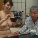【翔田千里】全裸で家事をする熟女は老人介護も裸のままでお風呂ではフェラのサービスまでしちゃってるよ