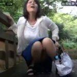 【円城ひとみ】野外でおまんこにリモコンローターを仕込まれて歩かされる熟女が悶えながらも耐える表情にこっちがムラムラしてしまうわ