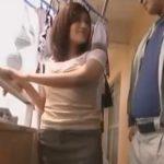 【人妻】マンションのベランダで人妻が浮気のセックスしちゃってる…洗濯ものでカムフラージュして見えないようにプレイしてる